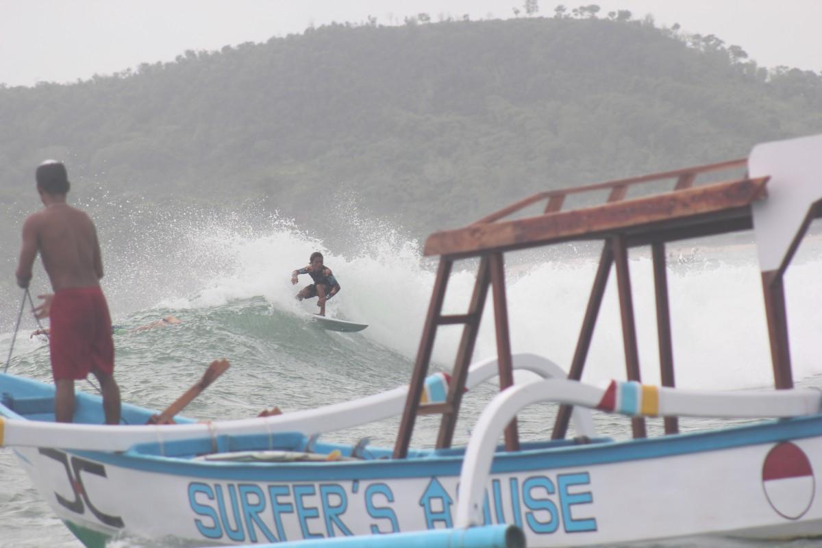 A surf boat trip at Kuta Lombok