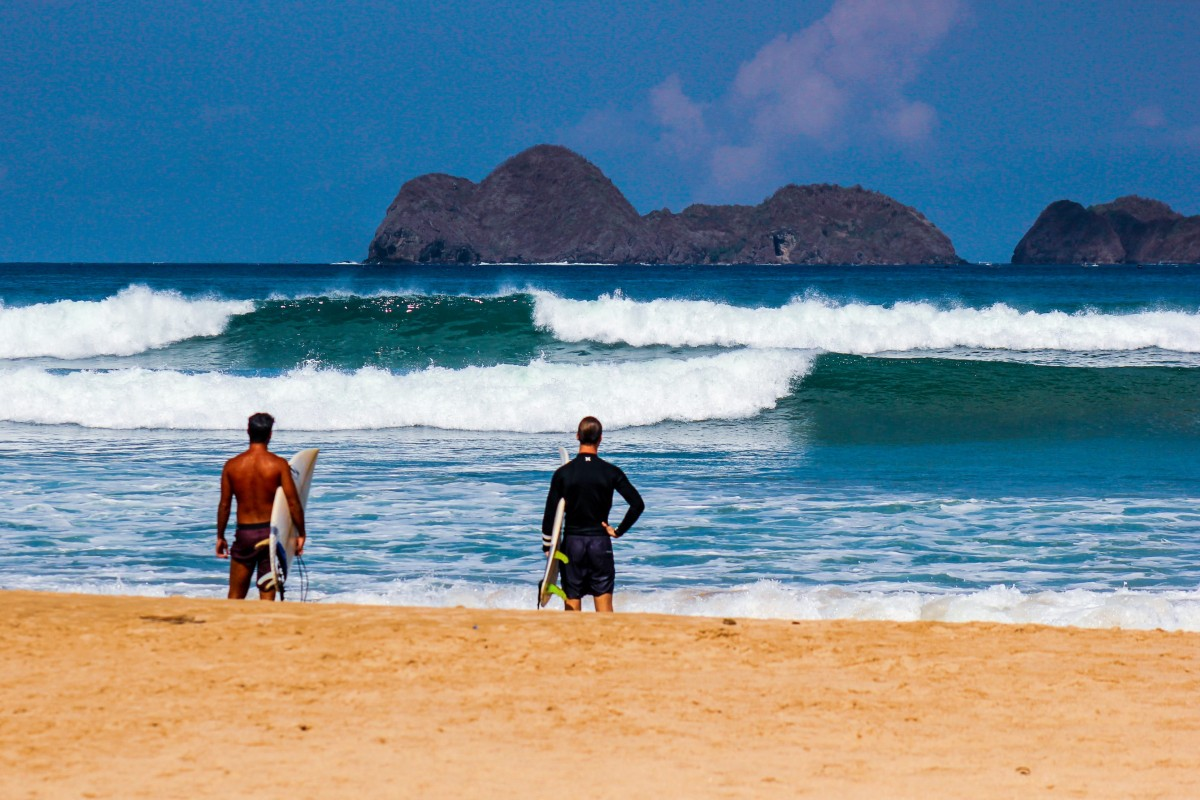 Advanced Surf Lessons at DHM Lombok Surf School